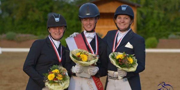 Nachwuchs-Pferde beim Heimturnier erfolgreich, Andrea Bäumer gewinnt Kreismeisterschaft Dressur LK1/2